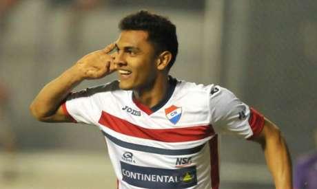 Christian Colmán tem apenas 22 anos e marcou 11 gols na última temporada (Foto: AFP)