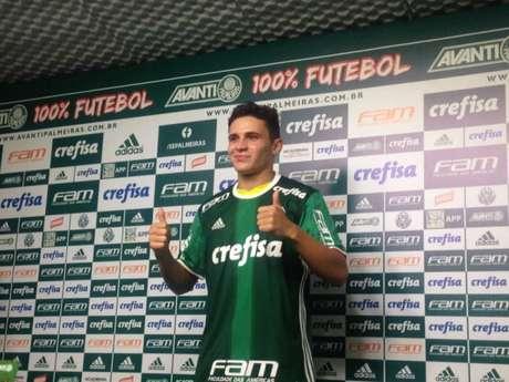 Raphael Veiga assinou por cinco anos com o Verdão e vestirá a camisa 20 (Foto: LANCE!)