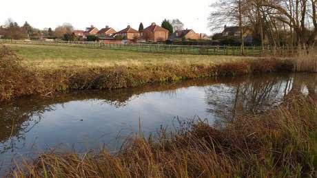 A casa de Nodder ficava a uma curta distância do canal Chesterfield