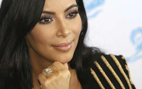 En esta imagen de archivo, tomada el 24 de junio de 2015, la celebridad estadounidense Kim Kardashian asiste a Cannes Lions 2015, en el sur de Francia. La policía de París anunció el 9 de ener de 2017 la detención de 16 personas por el robo de joyas valoradas en más de 10 millones de dólares a Kim Kardashian West en octubre.