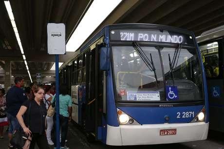 Movimentação de passageiros no Terminal de Ônibus Santana, em São Paulo.