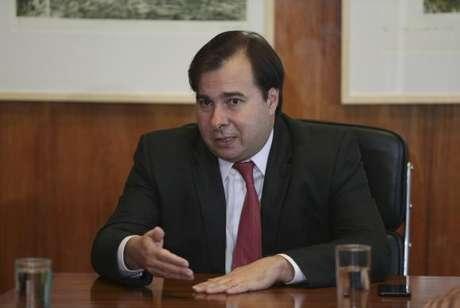 O presidente em exercício, Rodrigo Maia, sancionou o Orçamento com previsão de R$ 3,5 bi de gastos federais