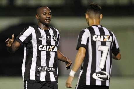 A Caixa ocupou o lugar mais nobre da camisa botafoguense no ano passado (Foto: Vitor Silva/SSPress/Botafogo)