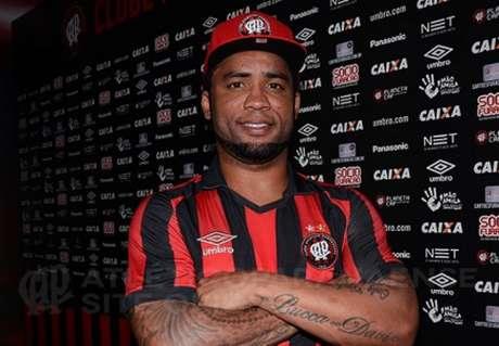 Experiente meio-campista chega por contra(Marco Oliveira/Atlético-PR)