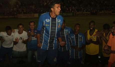 Jogadores do São Carlos comemoram a classificação para a fase de oitavas de final