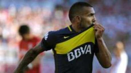 Jogador argentino Carlos Tévez teve passe comprado por time chinês