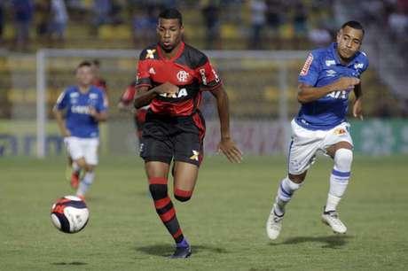 Flamengo e Cruzeiro se enfrentaram em Osasco (Foto:Daniel Vorley/AGIF)