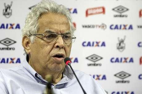 Eurico Miranda garantiu que chegarão todos os reforços que ele prometeu (Foto: Paulo Fernandes/Vasco.com.br)