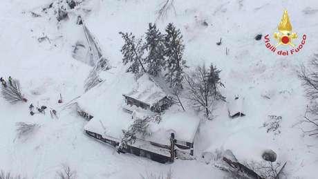 Hotel nos alpes foi soterrado por avalanche após terremotos