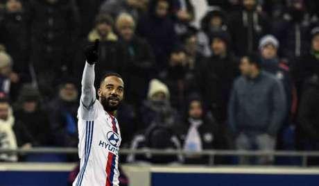 Lacazette é o segundo na lista de goleadores da Ligue One, atrás de Cavani (Foto: Jeff Pachoud / AFP)