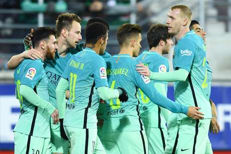 Barcelona goleia com MSN em destaque e mantém perseguição