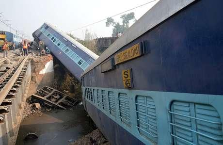 Acidente de comboio causa 27 mortos na Índia