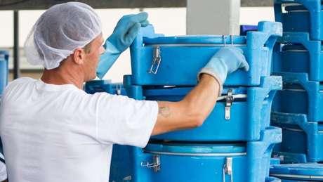 Presidente de fábrica afirma que mais empresas poderiam contratar ex-presidiários