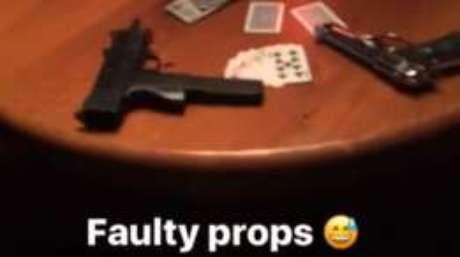 Ofner chegou a postar 'réplicas com defeito' em um vídeo feito no set e postado no Instagram