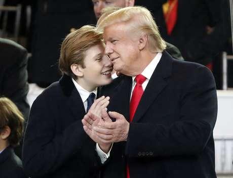 El presidente Donald Trump con su hijo menor, Barron.