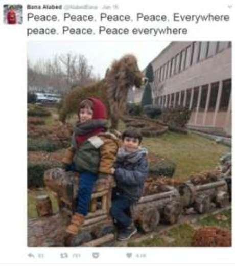 'Paz. Paz. Paz. Paz. Em todos os lugares, paz. Paz. Paz em todos os lugares'. Desde que chegou à Turquia, a conta de Bana no Twitter se transformou em uma série de apelos pela paz na Síria