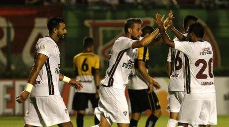 Henrique comemora seu gol na vitória do Fluminense sobre o Criciúma na abertura da Primeira Liga
