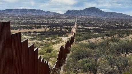 Trump afirma que o custo total do muro seria algo entre US$ 10 e US$ 12 bilhões