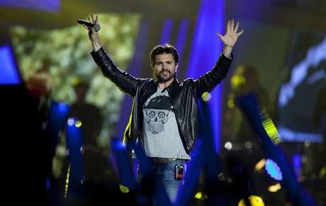 """En esta foto del 11 de diciembre del 2015, el rockero colombiano Juanes actúa en la ceremonia de premios de Los 40 Principales en Madrid. Juanes lanzó el viernes 27 de enero del 2017 """"Hermosa ingrata"""", el segundo sencillo de su anticipado álbum visual """"Mis planes son amarte""""."""