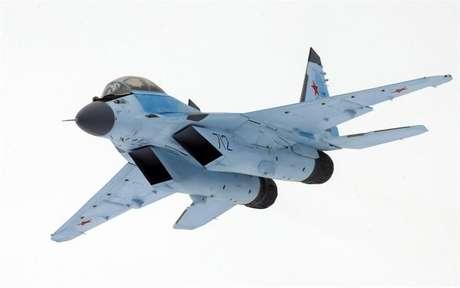 Caça russo Mig-35 durante voo de apresentação em Moscou
