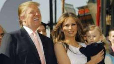 Donald Trump com a esposa Melania e Barron, em 2006