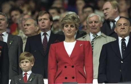 Princesa Diana e príncipe Harry em 1991