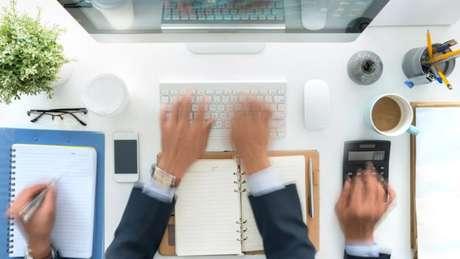 Com mais funções, funcionários têm trabalhado até mais tarde - e diminuído almoço