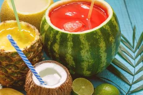 Melancia, abacaxi, melão, coco - o céu é o limite se tratando de drinks!
