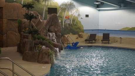 """Em vez de """"contêiner reforçado"""", abrigos requintados contam com o luxo de uma piscina"""