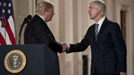O juiz Neil Gorsuch, de 49 anos, foi indicado pelo presidente dos EUA para ocupar a vaga deixada pelo juiz Antonin Scalia na Suprema Corte norte-americana