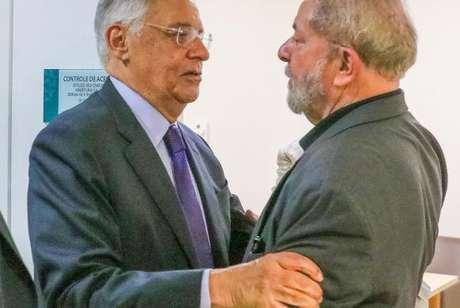 Os ex-presidentes Fernando Henrique Cardoso e Luiz Inácio Lula da Silva.