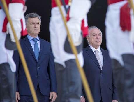 O presidente da Argentina, Mauricio Macri é recebido com honras de Estado pelo presidente da República, Michel Temer no Palácio do Planalto, em Brasília (DF), nesta terça-feira (7).