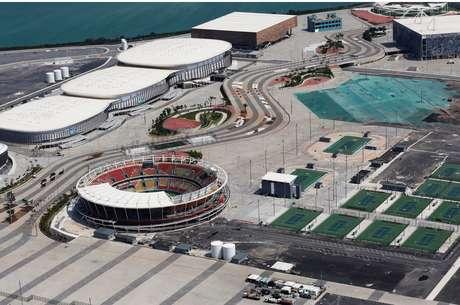 Seis meses após a realização dos Jogos Olímpicos e Paralímpicos, o Parque Olímpico está abandonado e deteriorando