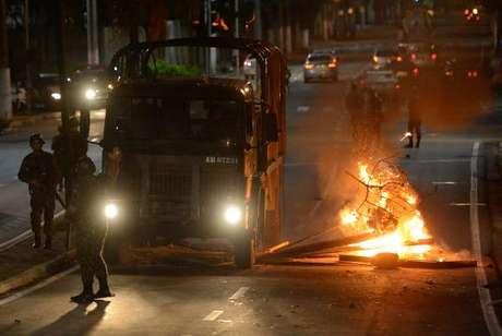 Clima de tensão durante protesto de moradores em frente ao Comando Geral da Polícia Militar do Espírito Santo em Maruípe (/Agência Brasil)