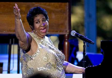 En esta foto del 29 de abril del 2016, Aretha Franklin canta en el Concierto del Día Internacional del Jazz en la Casa Blanca, en Washington. Franklin planea retirarse este año. La Reina del Sould dijo que grabará un álbum más, con varias canciones producidas por Stevie Wonder, y que solo hará presentaciones selectas para dedicarles más tiempo a sus nietos.