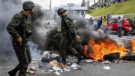 Greve de policiais no ES mobilizou deputados e senadora por negociação
