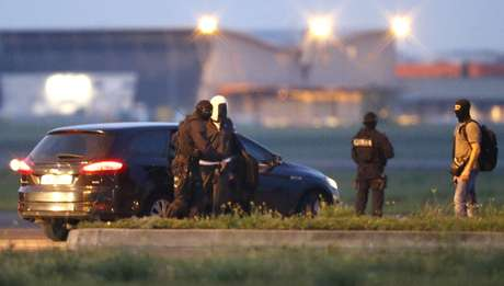 Francia: 4 detenidos, explosivos confiscados en una redada