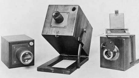 Fox Talbot tinha feito experimentos com a câmera escura, mas não estava satisfeito.