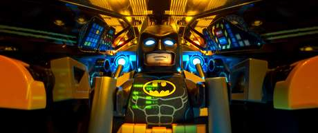 "Esta imagen divulgada por Warner Bros. Pictures muestra a Batman en una escena de ""The LEGO Batman Movie""."