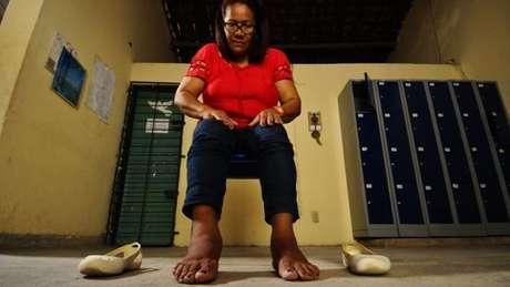 Funcionária de uma escola municipal de Recife, Jaciane Braz sofre com problemas vasculares