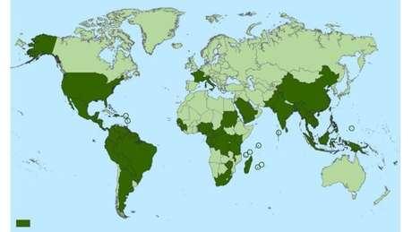 Países e territórios onde casos de chikungunya foram reportados (em verde escuro)