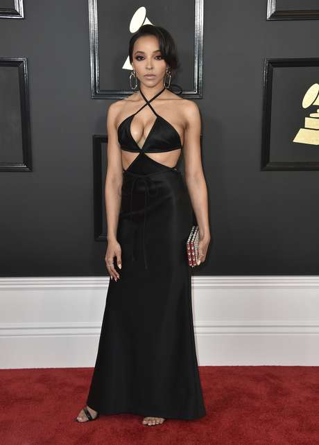 El escote de Tinashe acaparó miradas.