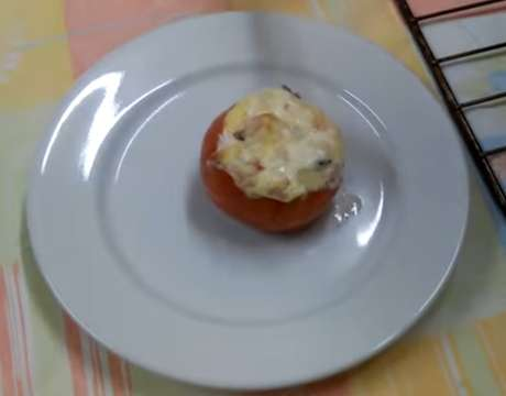 Receita de Tomate recheado ao forno. Enviada por Yuri Martelozzo S. Godoy e demora apenas 15 minutos.
