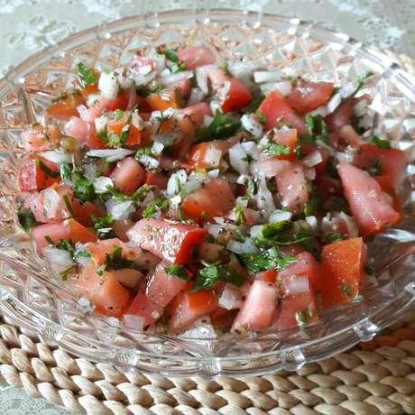 Receita de Vinagrete para churrasco. Enviada por Geniselma Rodrigues e demora apenas 10 minutos.