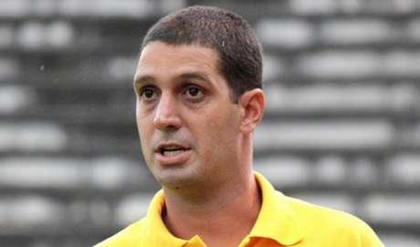 Eduardo Allax agradeceu a diretoria pela oportunidade em sua despedida do clube (Foto: Bernardo Gleizer (NIFC))