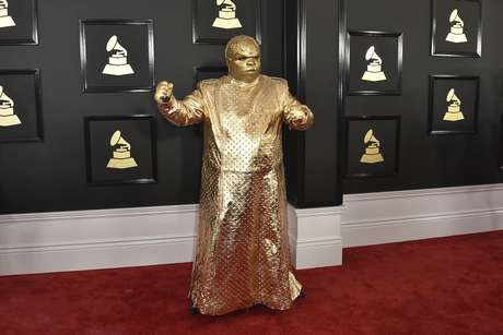 CeeLo Green como su alter ego Gnarly Davidson llega a la 59a entrega de los Grammy en el Staples Center el domingo 12 de febrero de 2017 en Los Angeles.