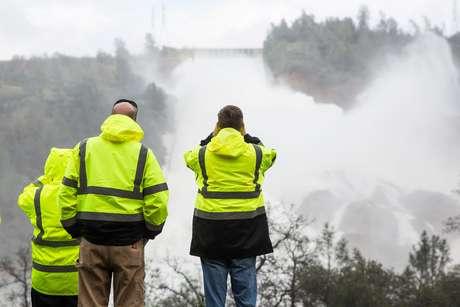 Engenheiros observaram buracos na estrutura da barragem