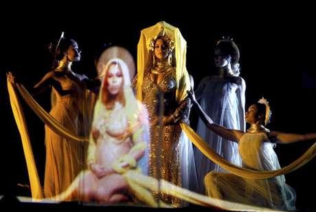 Beyoncé se presentó embarazada en los Grammy 2017