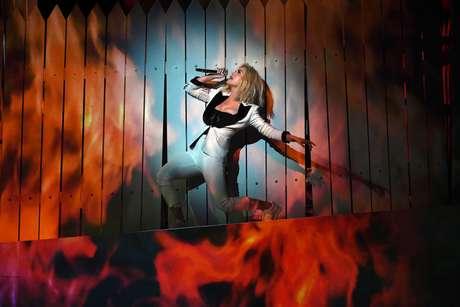 Un muro se incendió en medio del show de Katy Perry los Grammy.