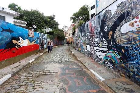 Vista do Beco do Batman, travessa localizada na Vila Madalena, zona oeste de São Paulo